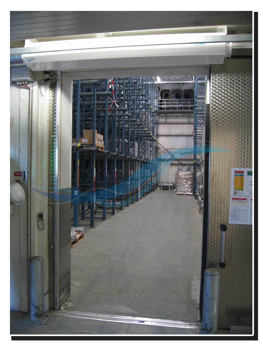 Rideau à bandes, porte à passage rapide ou rideau d'air pour chambre frigorifique